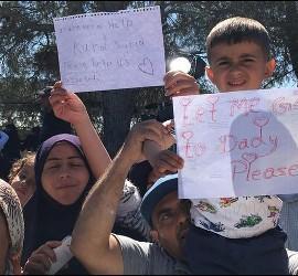 Pancartas para el Papa de los refugiados en Lesbos