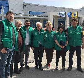 Voluntarios de Mensajeros y de Remar en Grecia