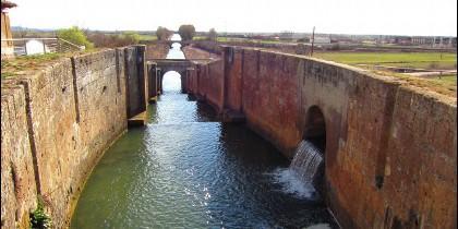 Imagen del Canal de Castilla en la Provincia de Palencia