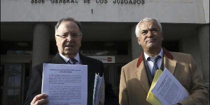 Miguel Bernad (MANOS LIMPIAS) y su 'socio' Luis Pineda (AUSBANC).