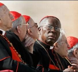 Cardenal Sarah, en el centro