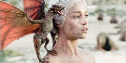 Emilia Clarke, conocida por su papel de Daenerys Targaryen en la serie 'Juego de Tronos'.