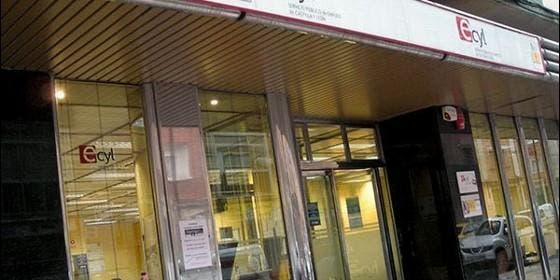 Castellanos y leoneses abandonan las listas del paro for Oficina de empleo de segovia