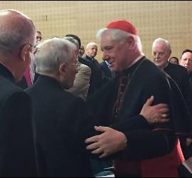 El cardenal Müller saluda a Rouco