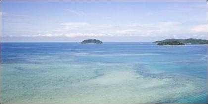 Vista de las islas frente a Kota Kinabulu, capital del estado de Sabah, Malasia (Wikimedia Commons)