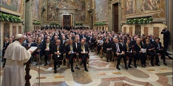 Periodistadigital-com, 6 de mayo, Felipe VI saluda al Papa en el Vaticano y le regala una edición facsímil de autógrafos de Cervantes