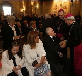 El NUncio saluda al padre del nuevo obispo