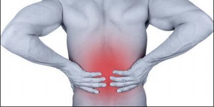 Lumbagia o dolor de espalda.