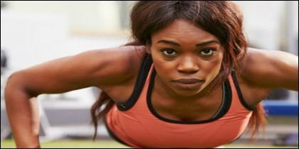 Con una simple rutina las personas pueden fortalecer considerablemente el cuerpo