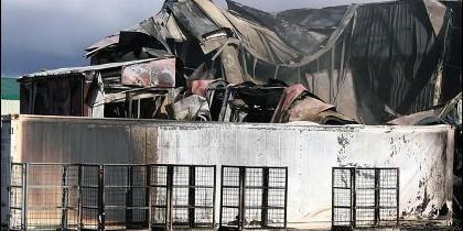 Istalaciones devastadas por el incendio en la localidad de Soto de la Vega