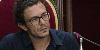 Jordi Évole; y 'Kichi' con Pablo Iglesias.