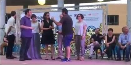 El aficionado taurino increpa a Mónica Oltra (COMPROMIS) por querer prohibir los toros y fiestas populares en Valencia.