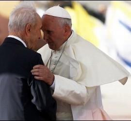 El Papa, con Simon Peres