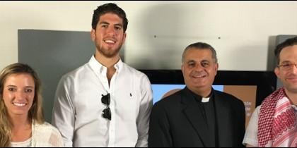 Rifat Bader, en el centro, junto al equipo de Turismo de Jordania