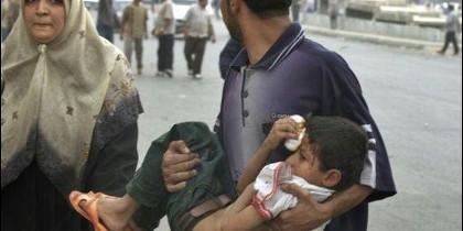 Un niño herido en el atentado islamista de Bagdad.