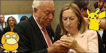 García Margallo y Ana Pastor rodeados de Pokémon.