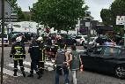 Los cuerpos de seguridad franceses, junto a la iglesia