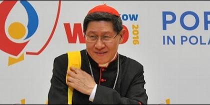El cardenal Tagle, con su mochila de peregrino