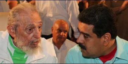 El dictador cubano Fidel Castro, en su 90 cumpleaños, con el sátrapa de Venezuela Nicolás Maduro.