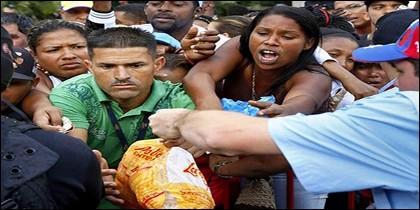 Hambre y saqueos en la Venezuela chavista.