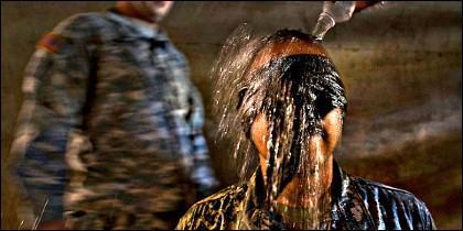 La tortura con agua, que provoca sensación de ahogamiento.