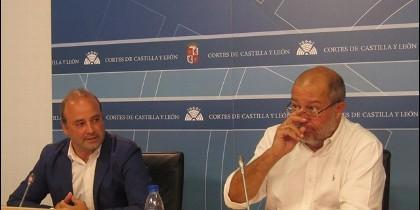 Francisco Igea acompañado de David Castaño en rueda de prensa para dar a conocer la posición de C´s