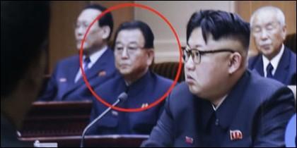 Kim Jong-un y en el círculo el ejecutado viceprimer ministro y máximo responsable de Educación de Corea del Norte, Kim Yong-jin.