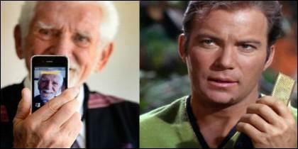 Martin Cooper (izda), inventor del teléfono móvil y el capitán Kirk (dcha) mostrando su comunicador
