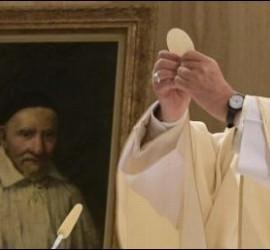 Francisco celebra la misa matutina en la Casa Santa Marta