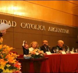 Fernández, en su conferencia en la UCA