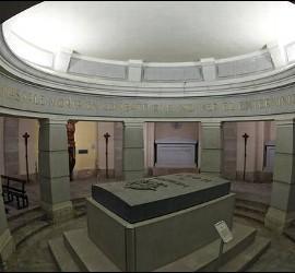 La cripta del monumento a los caídos en Pamplona