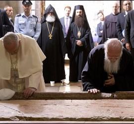 El Papa Francisco y el Patriarca Bartolomé, en la iglesia de Santo Sepulcro