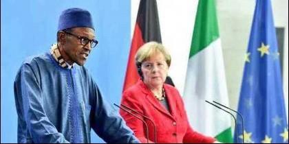 El presidente de Nigeria, Muhammadu Buhari, con la canciller alemana Angela Merkel.