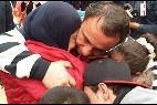 Una familia siria se reencuentra en el aeropuerto