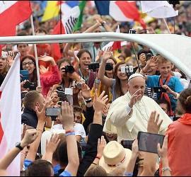 El Papa Francisco, con jóvenes en la JMJ de Polonia