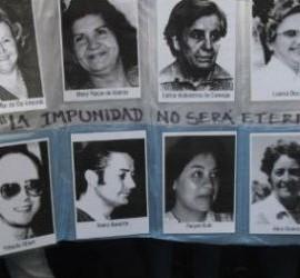 Las víctimas de la dictadura argentina exigen verdad y justicia