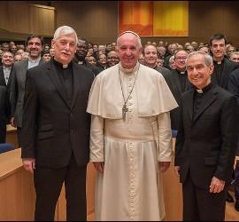 Foto de familia de los jesuitas con el Papa Francisco
