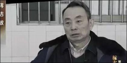 Funcionario chino corrupto en plena confesión.