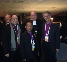 Carlos López, con otros obispos anglicanos