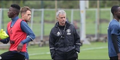 Mourinho queda retratado en el entrenamiento del Manchester United
