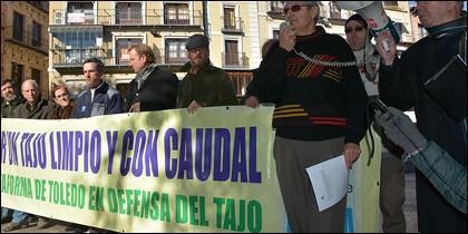 Concentración en defensa del Río Tajo.