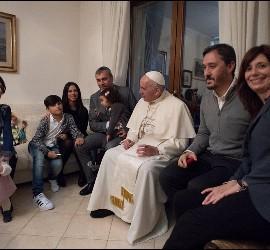 Francisco, con curas casados y sus familias