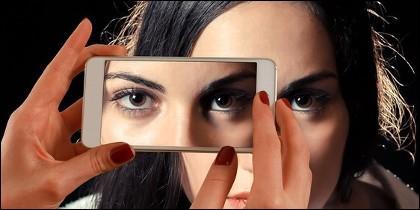 Teléfono móvil, redes sociales, Wathsapp, Twitter y Facebook.