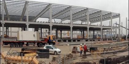 Trabajo de construcción de las nuevas instalaciones de la empresa Campofrío