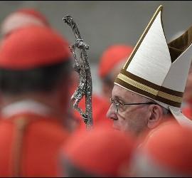 El Papa Francisco, entre cardenales en el consistorio del pasado sábado