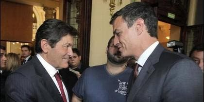 Javier Fernández y Pedro Sánchez.