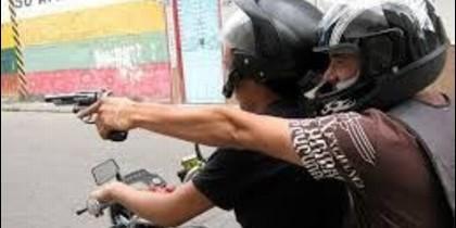 Atracadores en moto.