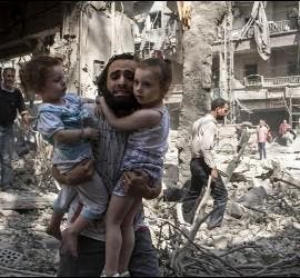 Padre y sus hijos en Alepo
