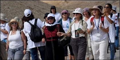 Marcha de las mujeres en pro de la paz.