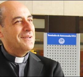 VÍctor M. Fernández, rector de la UCA